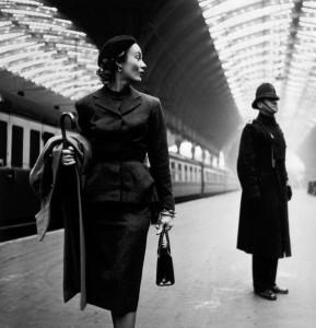 578px-Lisa_Fonssagrives_at_Paddington_Station,_London,_1951